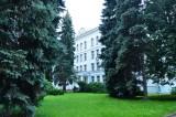 Национальный институт бизнеса перед корпусом 2